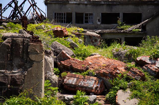 廃墟となった軍艦島