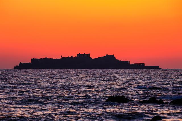 夕暮れの軍艦島(長崎)