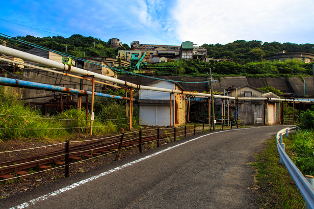 池島の炭鉱へと続く道