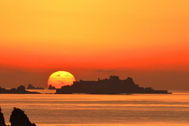 長崎・軍艦島の夕暮れ