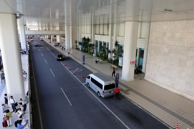 那覇空港出入り口