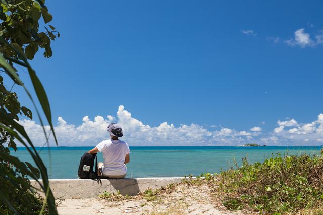 沖縄に訪れる男性