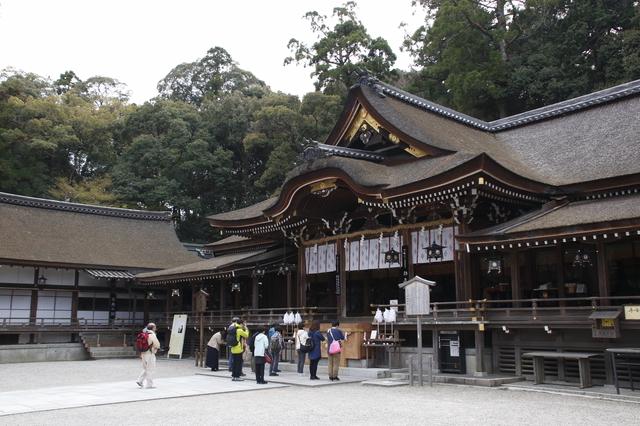大神神社の広い境内