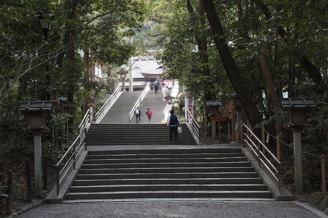神聖な雰囲気の境内(大神神社)