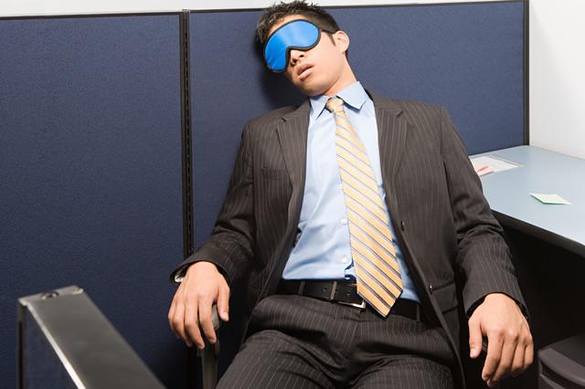 アイマスクをして寝る