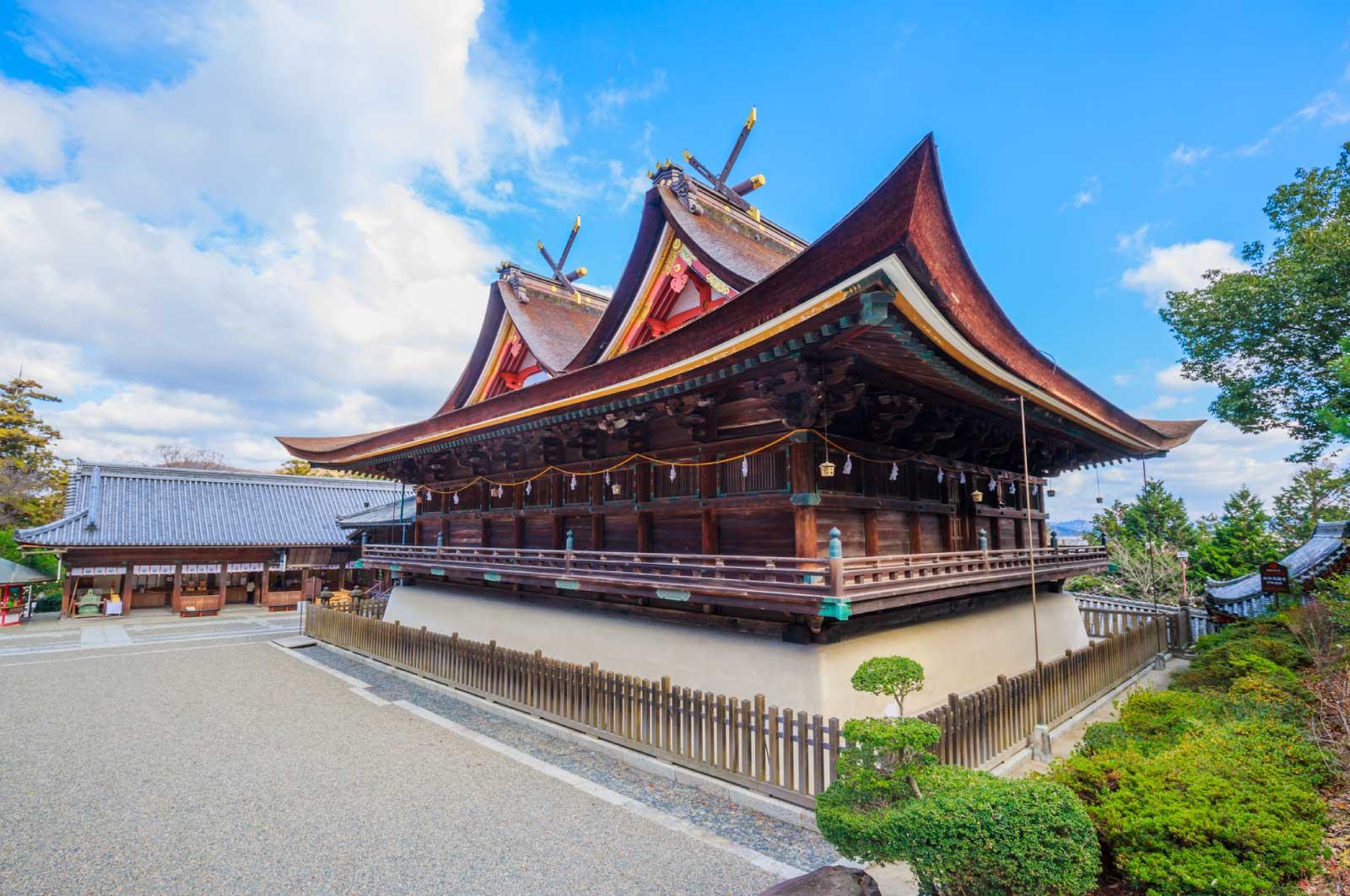 吉備津造の本殿と拝殿