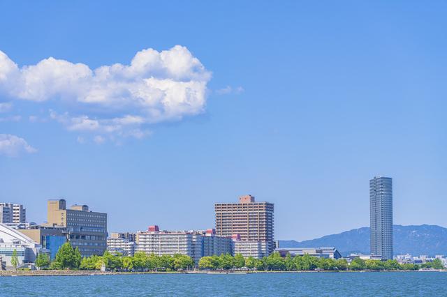 大津港付近に建つホテルや施設