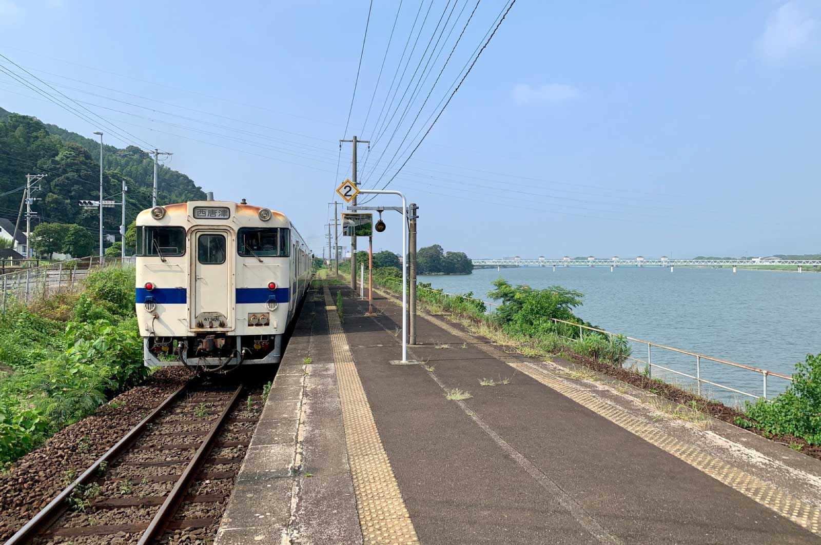 佐賀県唐津市を走る電車