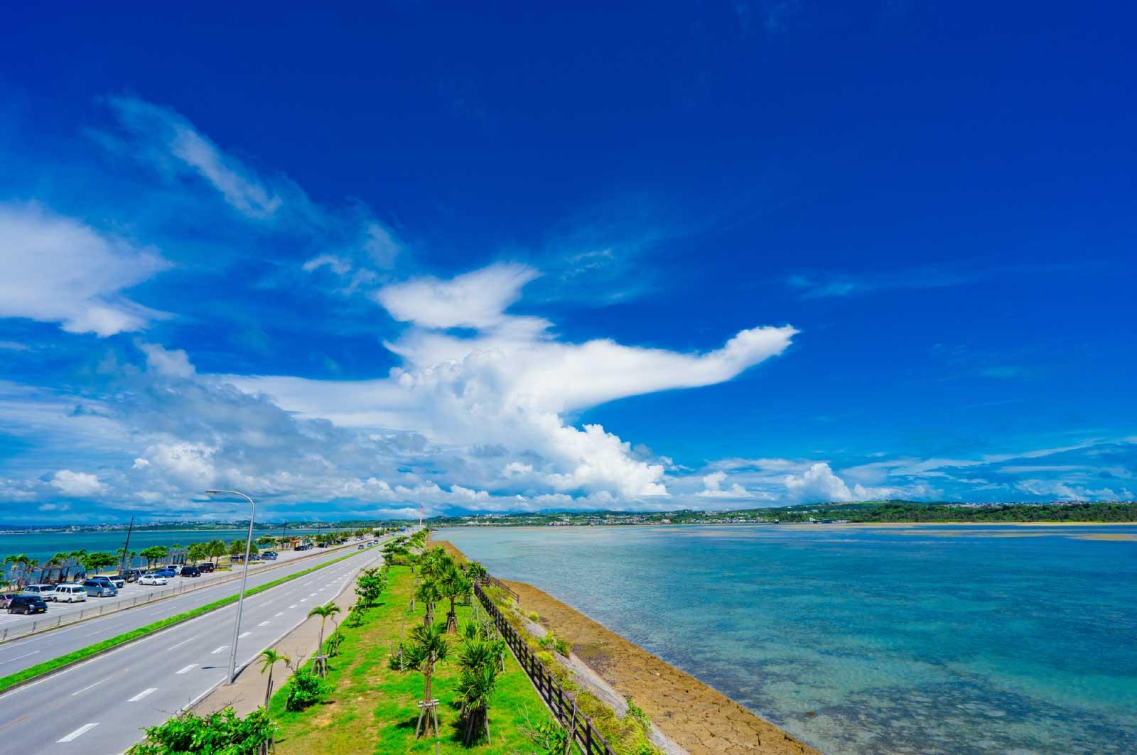 家のすぐそばに住んだ青い海があった