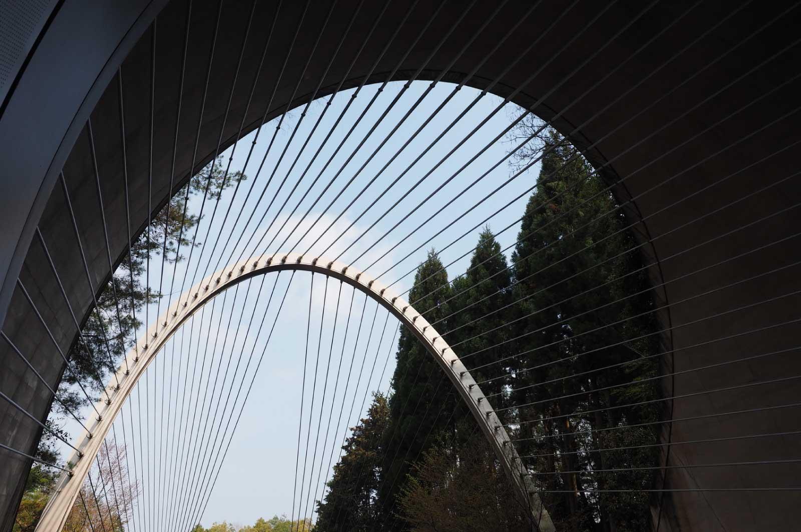 造形が特徴的なミホミュージアムのトンネル
