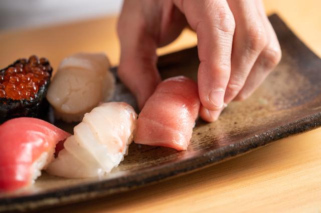 新宿の寿司屋の中トロ