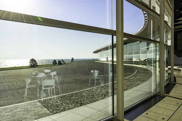 島根県立美術館から見る湖
