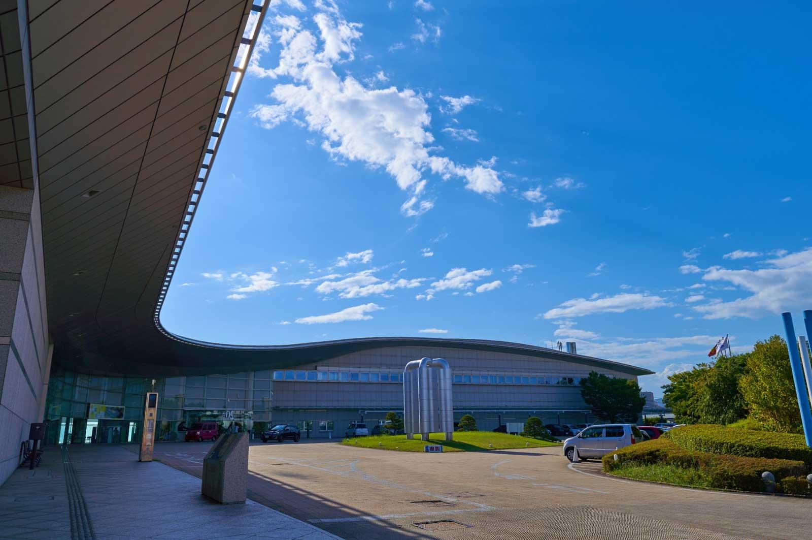 島根県立美術館の入り口方面
