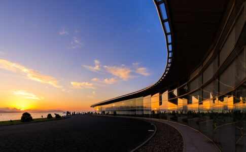 宍道湖と島根県立美術館と夕日