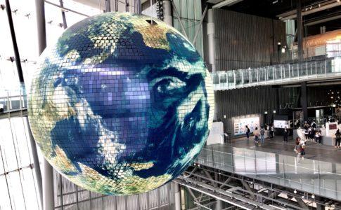 大きなデジタル地球儀