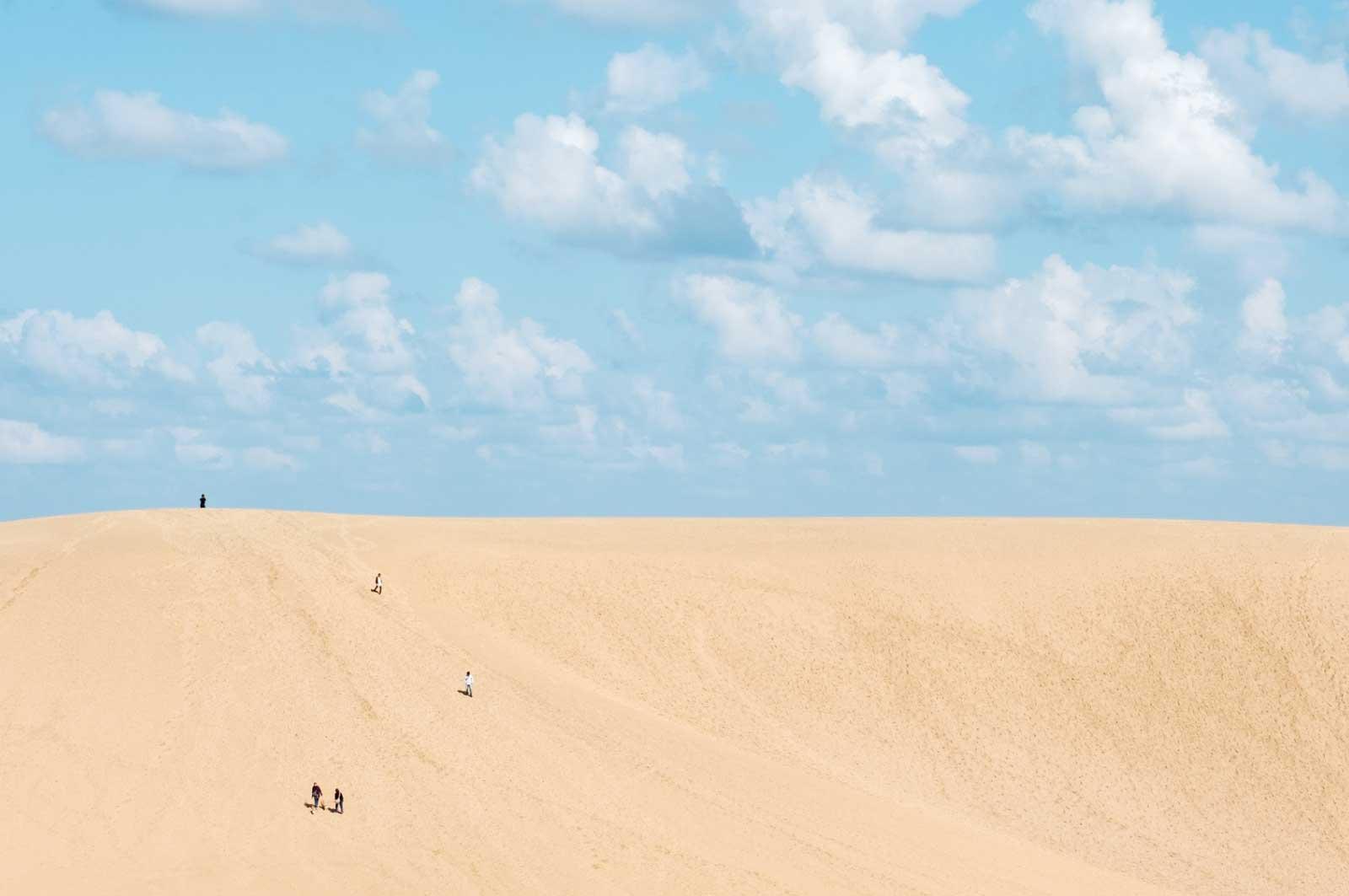 鳥取砂丘と白い雲