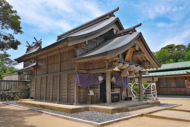 白兎神社の拝殿と本殿
