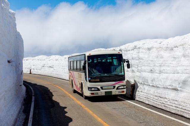 バスで行く「雪の大谷」