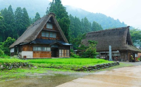 合掌造り=白川郷、だけでなく、富山にもある
