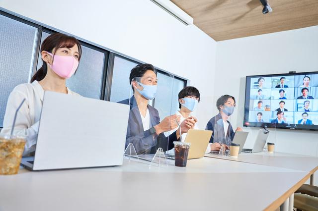 男女が活躍するオフィス