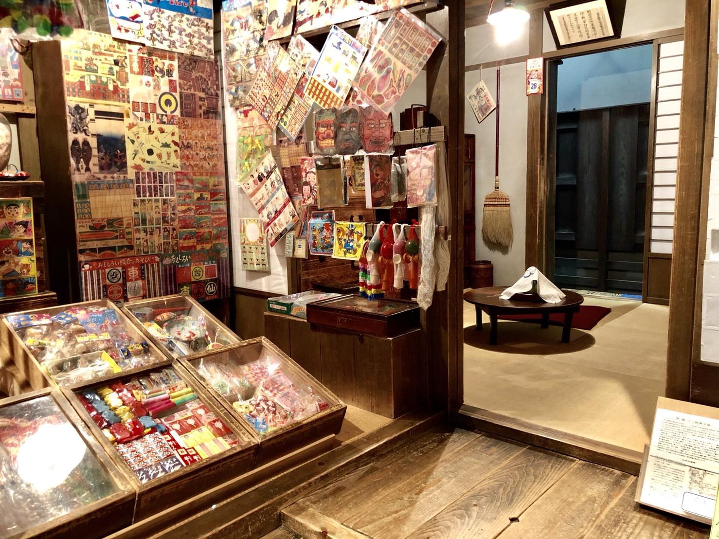 駄菓子屋の内部
