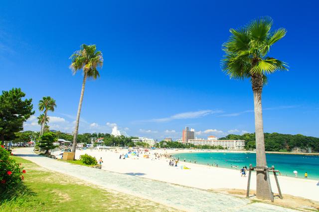 まるで南国のビーチのような白良浜