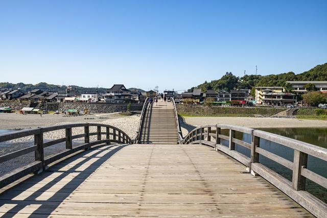 山口の観光名所の一つ「錦帯橋」