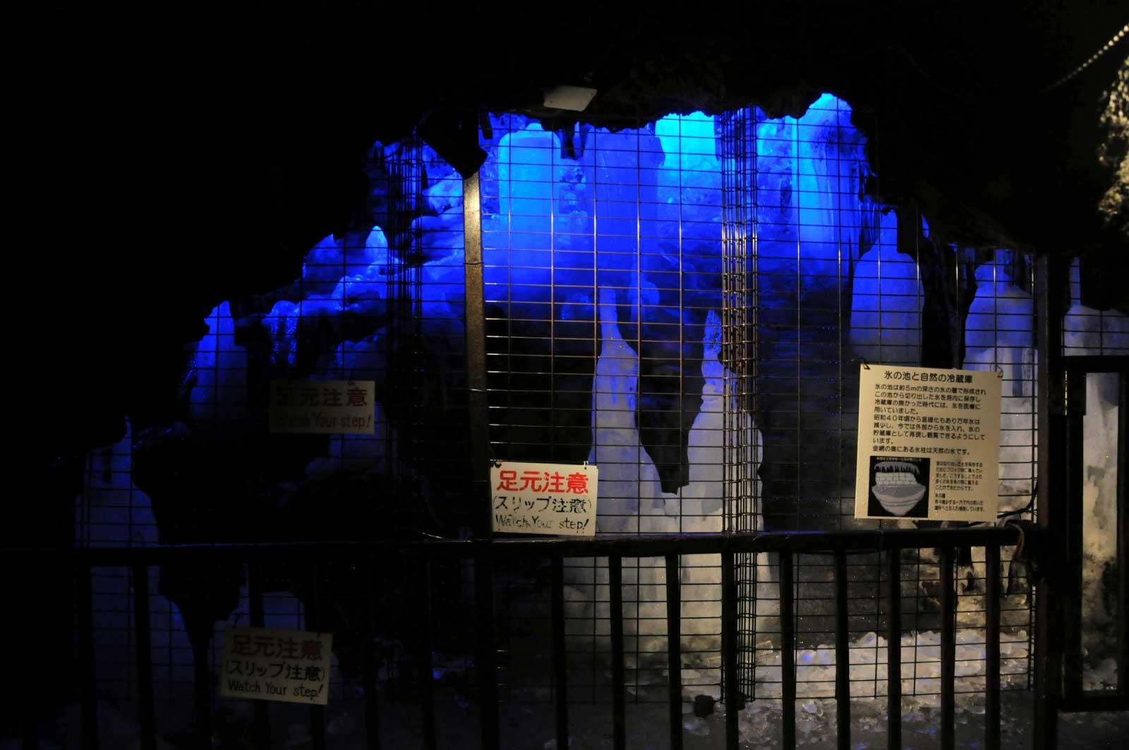 鳴沢氷穴(内部)