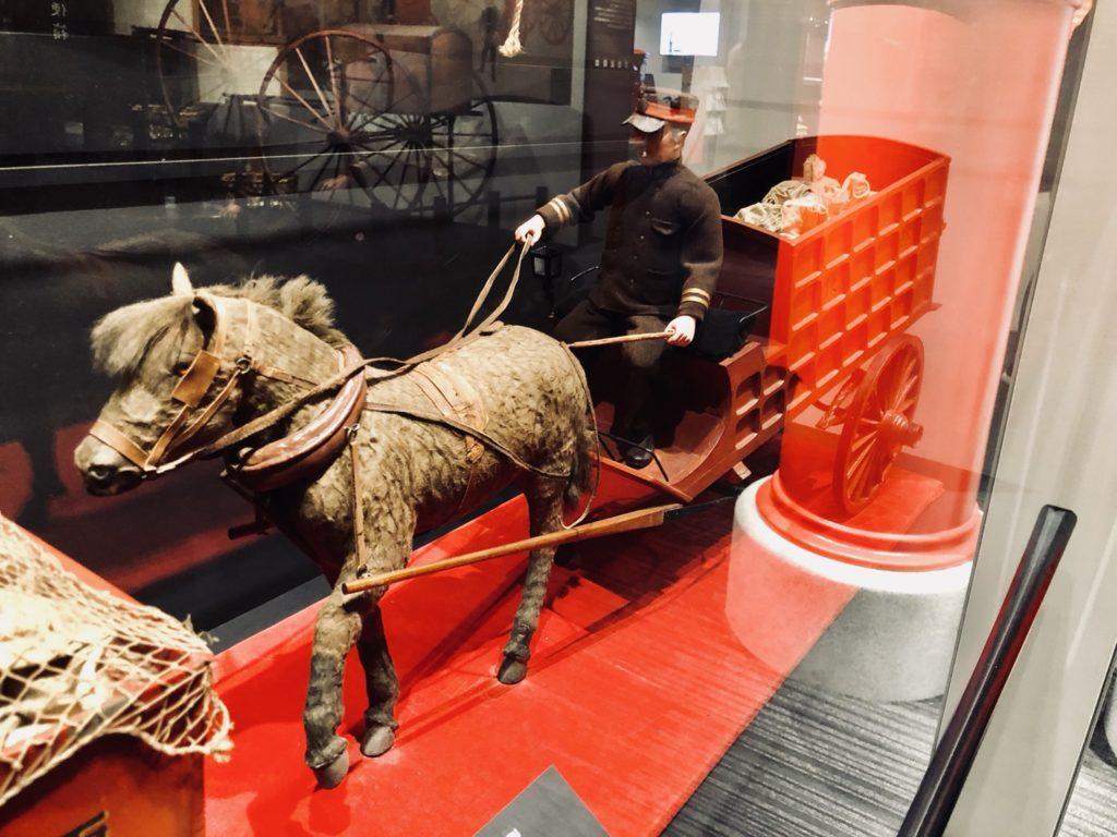 郵便物を乗せた馬車