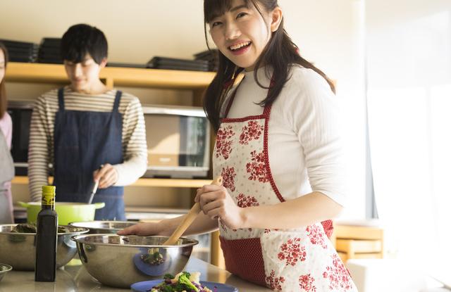 料理教室に通う社会人女子