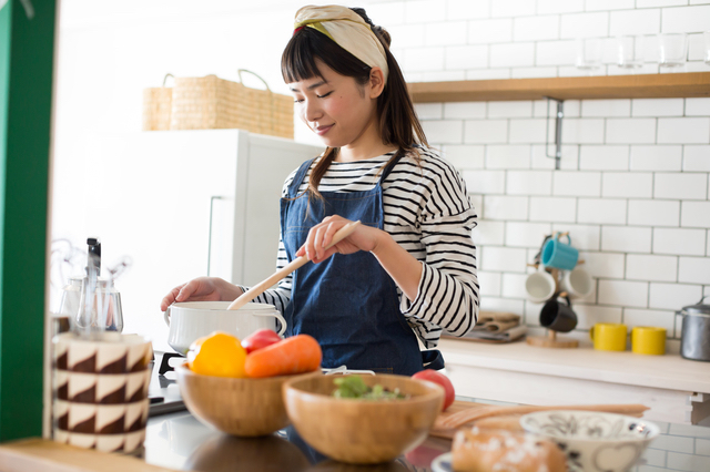 料理教室に通う女性