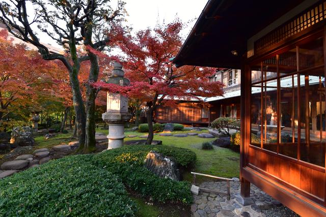 旧朝倉家住宅の回遊式庭園