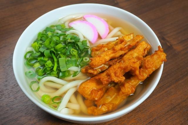 博多うどんの麺はコシが弱めで、ふわふわした食感