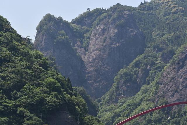 大きなハート型をした岩