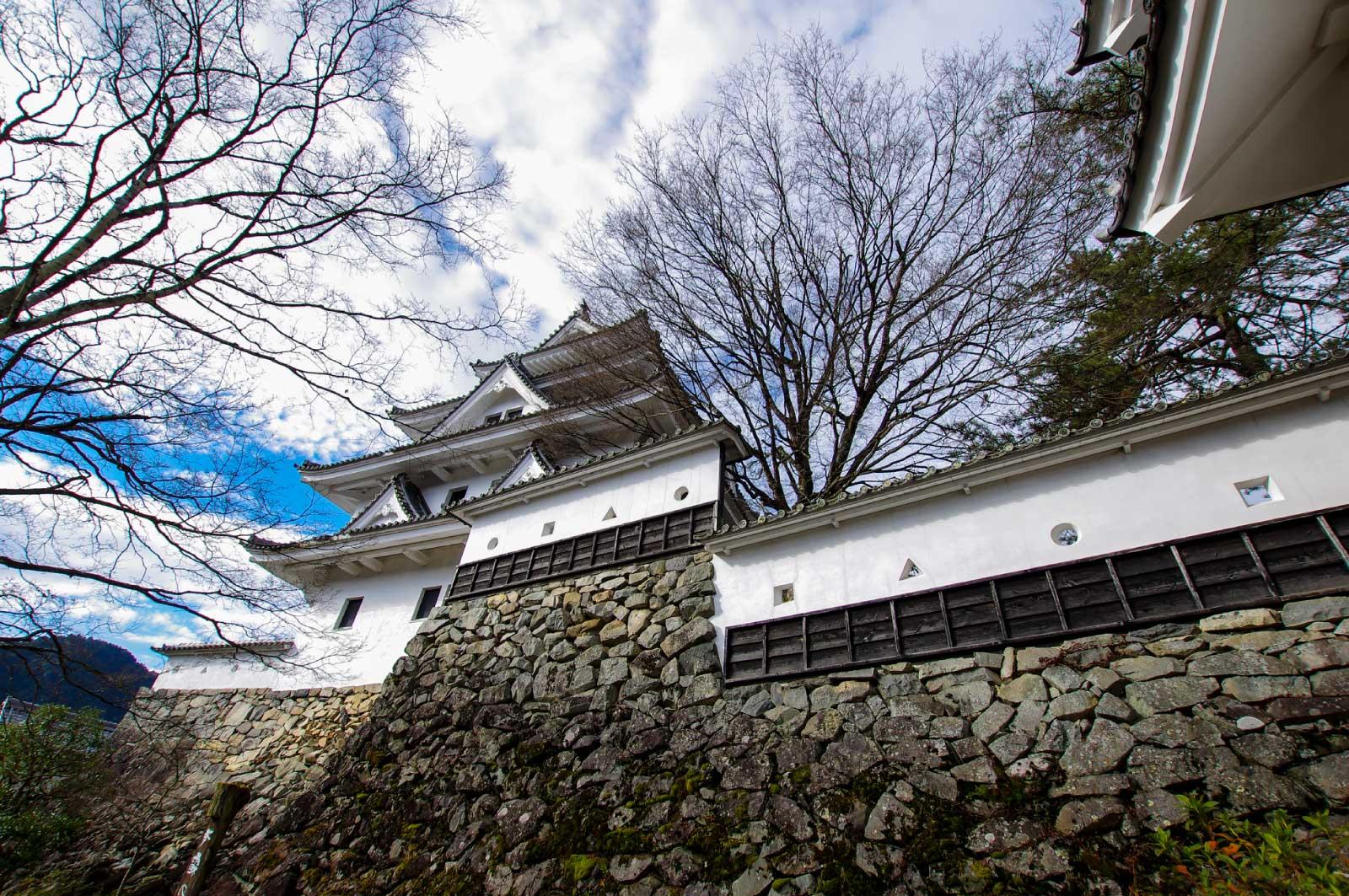 石垣は岐阜県史跡に、天守は郡上市有形文化財に指定