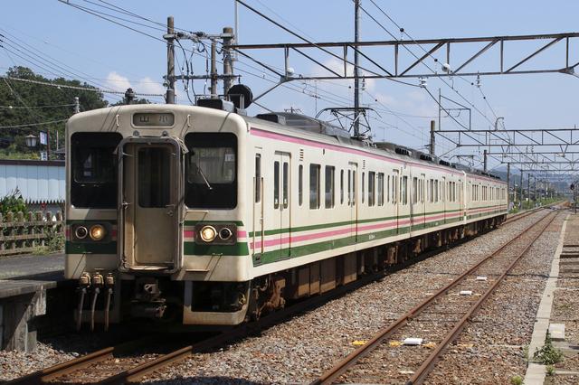 高崎を走る107系電車