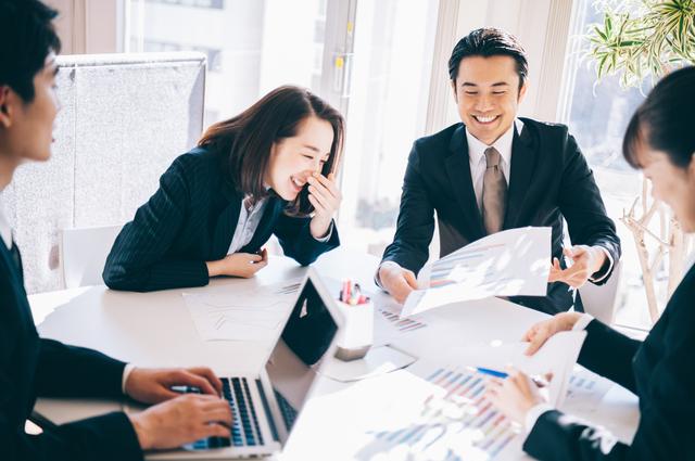 職場での上司や同僚との関係