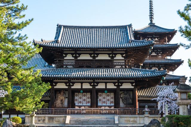 法隆寺の中門・五重塔