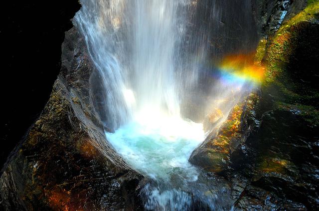 蜻蛉の滝の虹