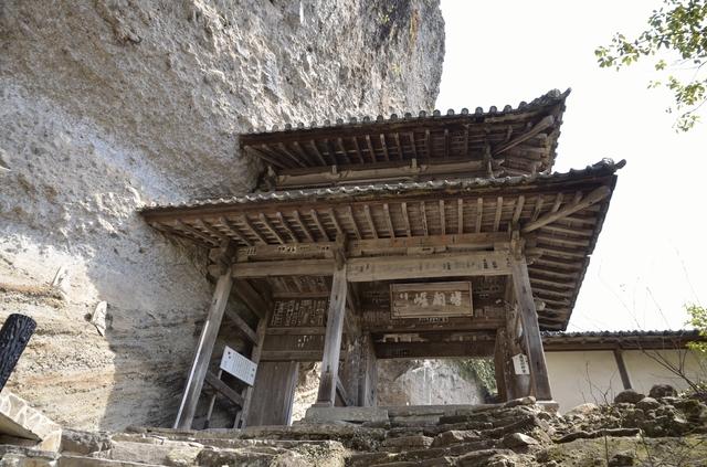 羅漢寺の山門
