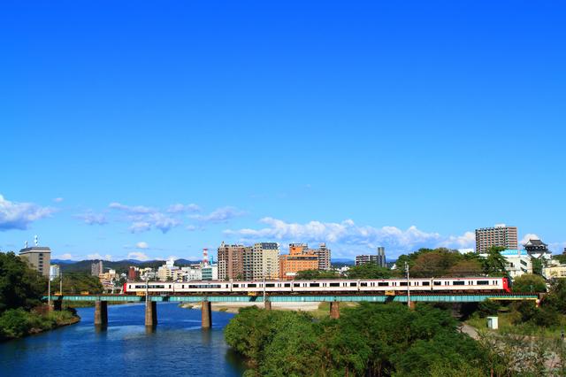 岡崎市内を走る名鉄電車