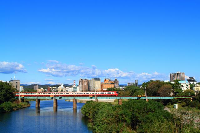 岡崎の街と名鉄電車