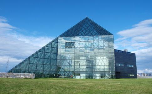 ガラスのピラミッド