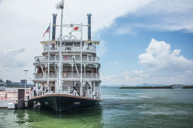 大津港(滋賀)に接岸中のミシガン