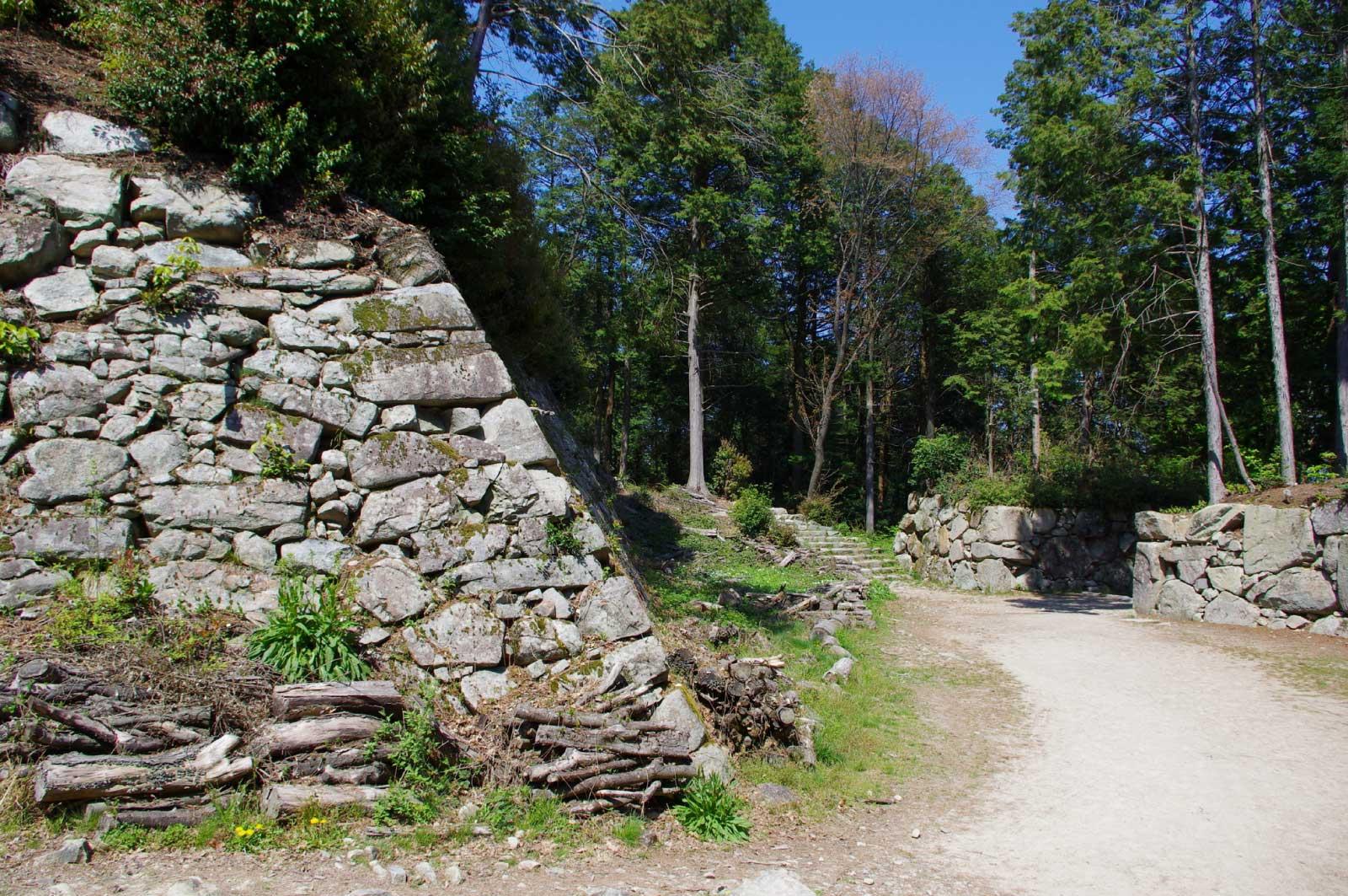 安土城の立派な石垣