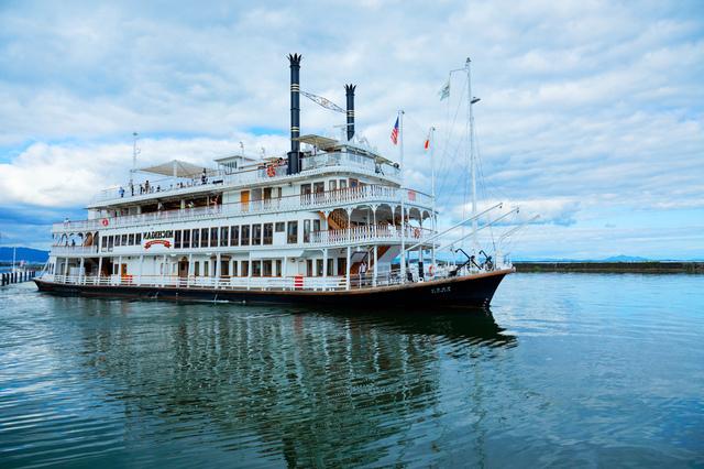 琵琶湖を周遊するミシガンクルーズ
