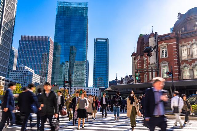 東京・丸の内の横断歩道
