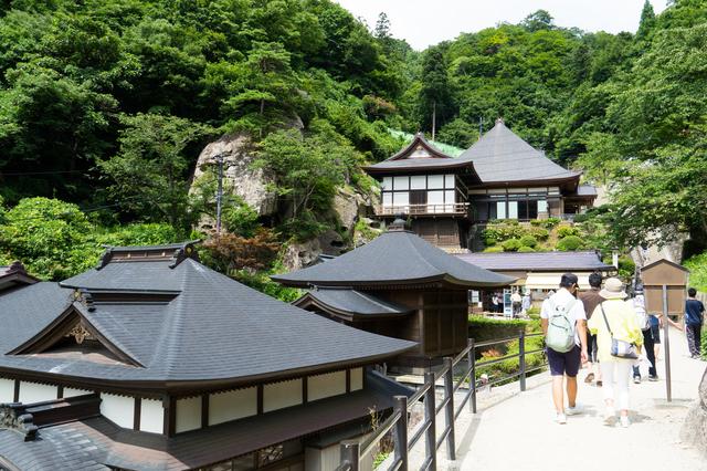 宝珠山立石寺の山道