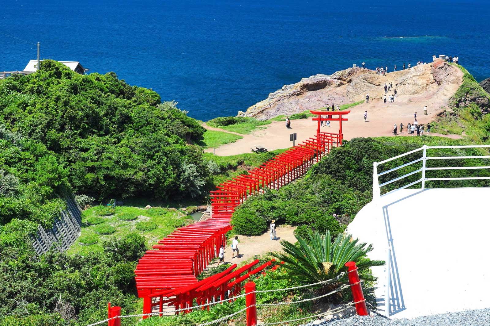 123もの鳥居が並ぶ元乃隅神社