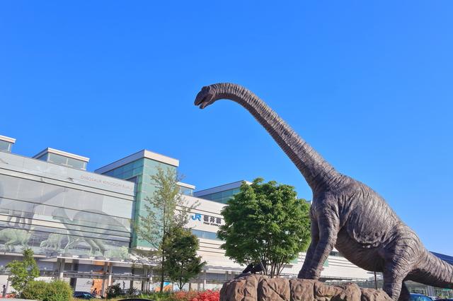 福井駅前の恐竜のモニュメント